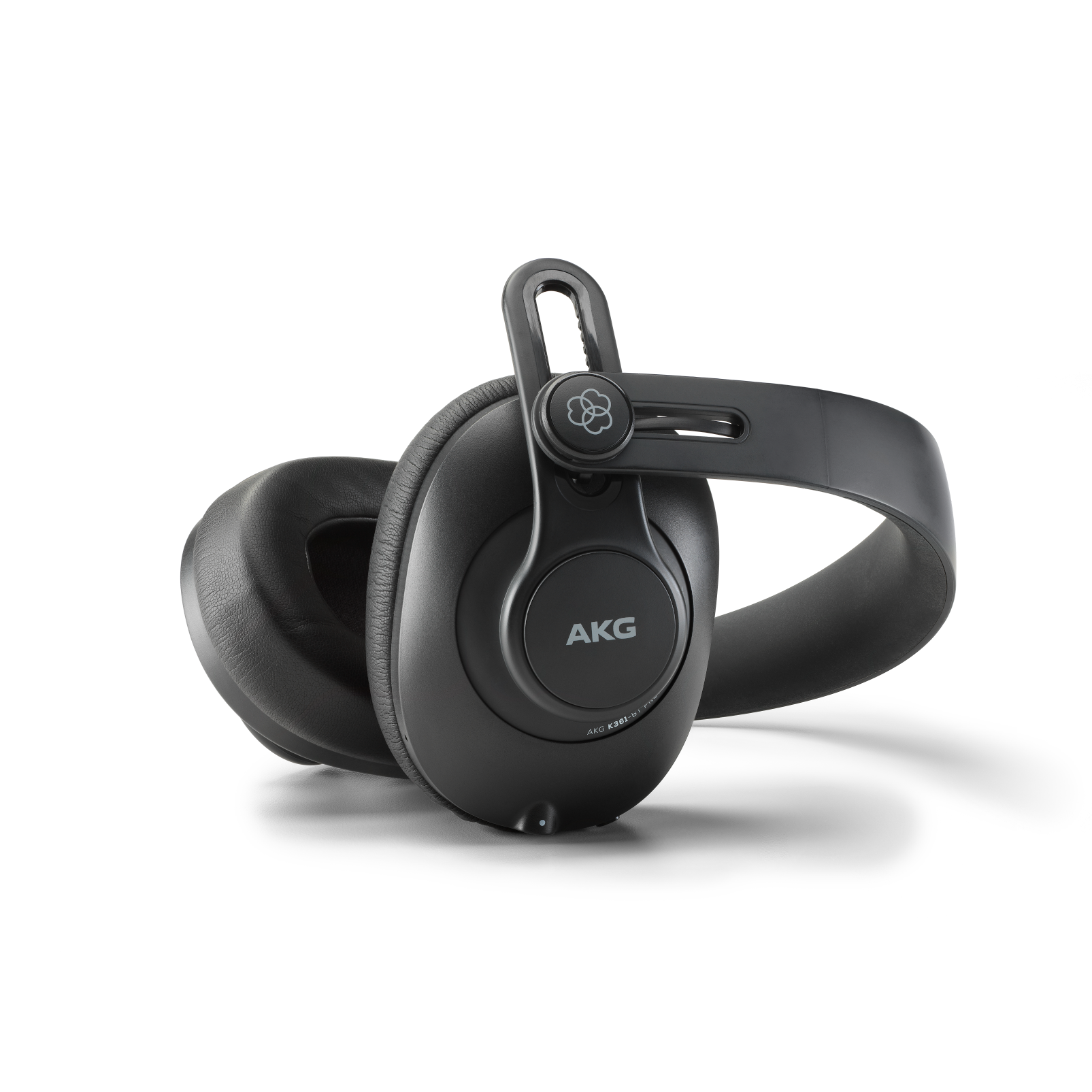 K361-BT - Black - Over-ear, closed-back, foldable studio headphones with Bluetooth - Detailshot 2
